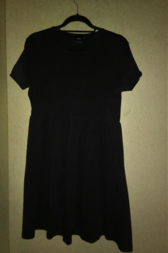 Asos Czarna rozkloszwana sukienka bawełniana 42...