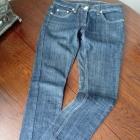 Granatowe dżinsy prosta nogawka
