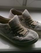 Buty na grubej podeszwie
