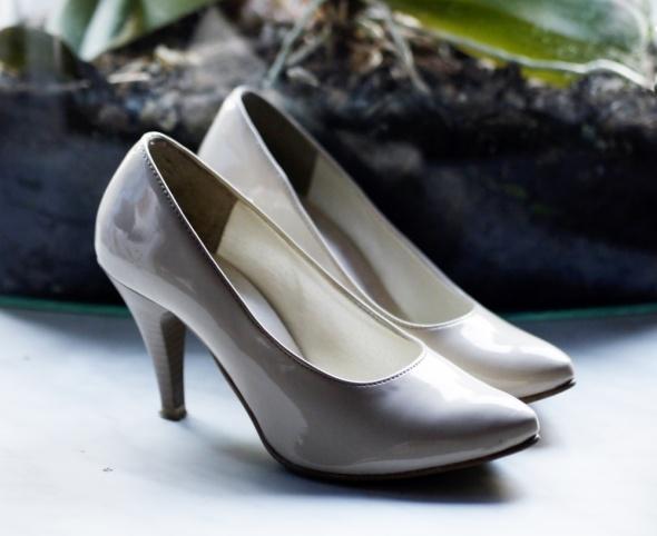 Buty szpilki lakierowane Skorpio beżowe r37...