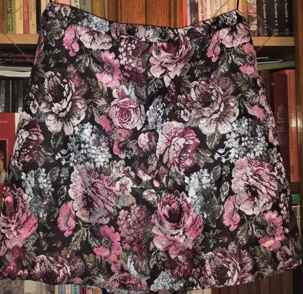 mini spódnica w kwiaty