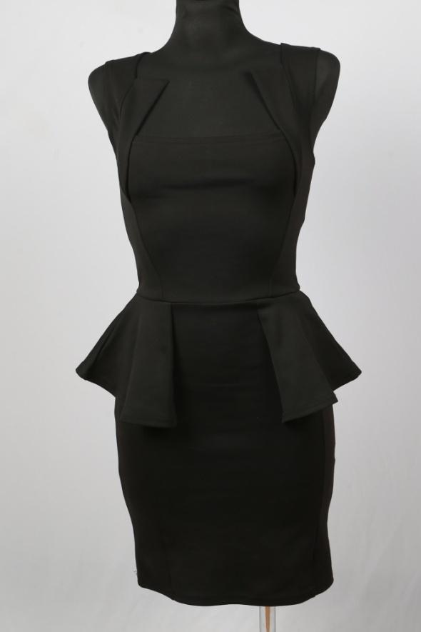 Sukienka BooHoo z baskinką rozmiar S 36 mini mała czarna