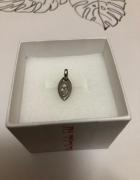 Śliczna srebrna zawieszka z cyrkonią 925...