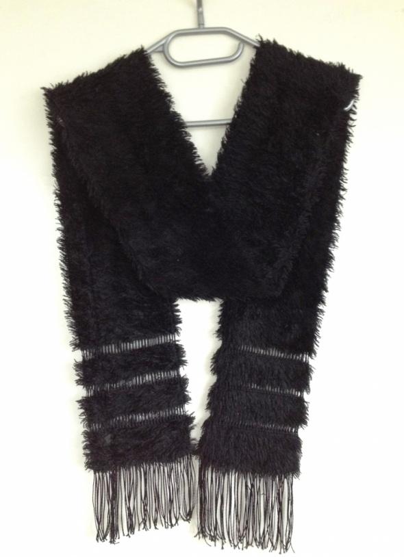 Czarny oryginalny szalik futerko z frędzlami frędzle unikat futerkowy sztuczny