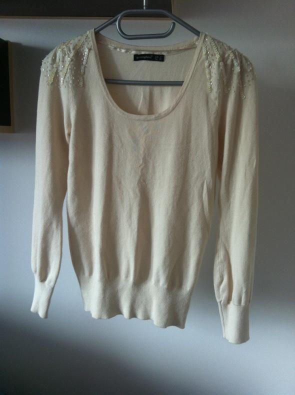 Swetry Beżowy sweterek ozdobne ramiona beżowy kremowy 36