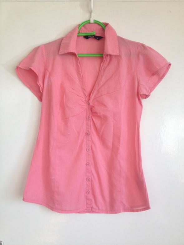 Łososiowa XS S M 34 36 38 Różowa koszula z krótkim rękawem używana uszkodzona zapinana na guziki