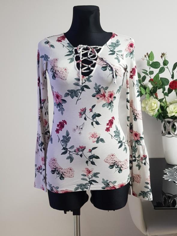 biała bluzka w kwiaty sznurowana Amisu