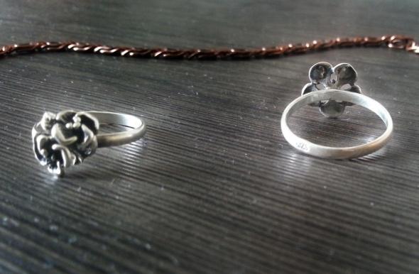 srebrne pierścionki kwiaty stare srebro