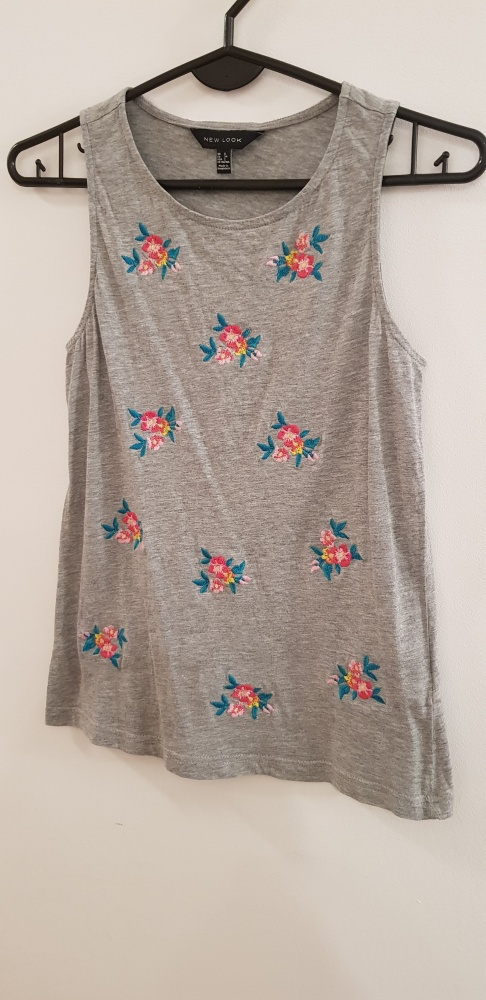 NEW LOOK koszulka w kwiatki szara XS...