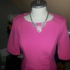 Piękna mocno różowa sukienka