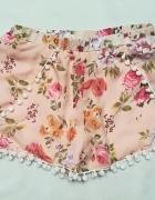Hanger spodenki pompony kwiaty M