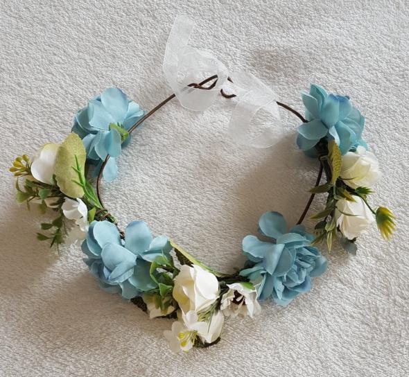 Nowy wianek korona kwiatowa kwiaty niebieskie białe polne róże opaska