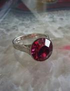 srebrny pierścionek amarantowa cyrkonia