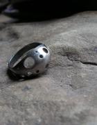 Dziurkowany pierścionek