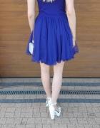 Niebieska sukienka z cyrkoniami...