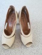 Beżowe sandały idealne...
