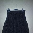 Czarna rozkloszowana spódnica w kropki 34