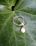 Stary srebrny pierścionek z ruchomym elementem