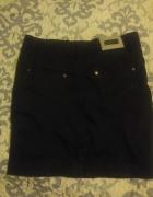 Czarna jeansowa spódnica z wysokim stanem...