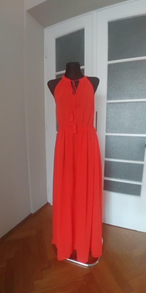Czerwona długa sukienka...