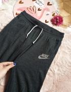 Spodnie dresowe Nike...