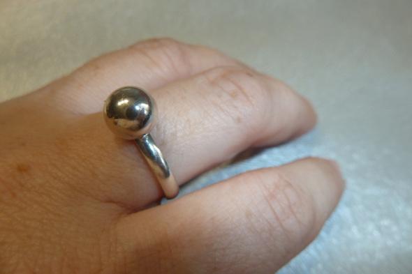 Pierścionki pierścionek srebrny z kuleczką