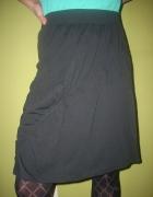 Czarna rozkloszowana spódnica Esprit...