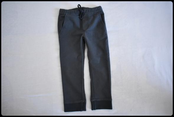 Spodnie chłopięce na 6 do 7 lat rozmiar 120 ciemno szare