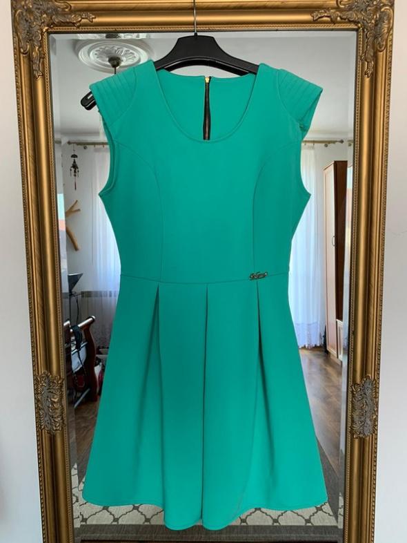 Suknie i sukienki Rozkloszowana sukienka z zamkiem na plecach