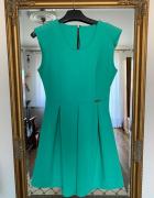 Rozkloszowana sukienka z zamkiem na plecach