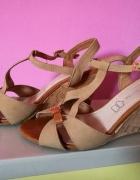 Sandałki kremowe koturny R 38...