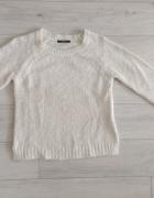 Biały włochaty sweter S M...