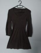 Fioletowa krótka sukienka z dzianiny...