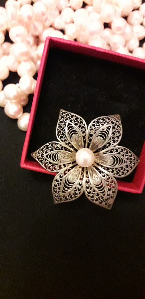 Bardzo stara srebrna broszka pozłacana z perłą