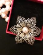 Bardzo stara srebrna broszka pozłacana z perłą...