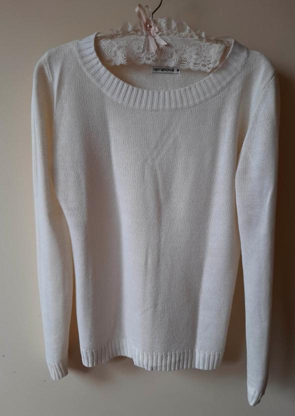 Kremowy sweterek basic M...