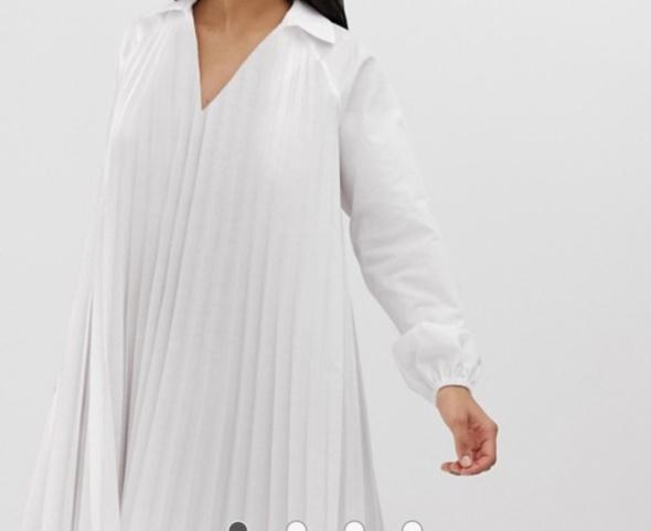 Sukienka plisowana biała koszulowa ASOS...
