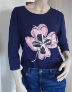 Dłuższa bluzka z kwiatem...
