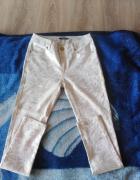 Spodnie białe że złotymi wzorkami