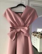 Sukienka rozkloszowana pudrowy róż kokarda 34 XS wesele asymetryczna wiązanie