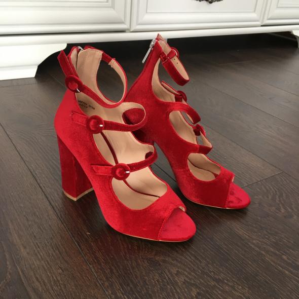 Czerwone welurowe sandały welur czerwień 38 wiśniowe na słupku z paskami Asos