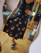 Czarna spódnica w kwiaty Atmosphere Midi...