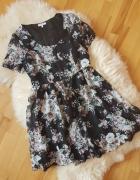 Sukienka w kwiaty New Look...