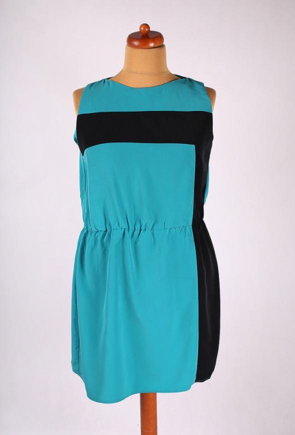 Suknie i sukienki ZIELONA SUKIENKA MIDI WYSZCZUPLAJĄCA 44 46