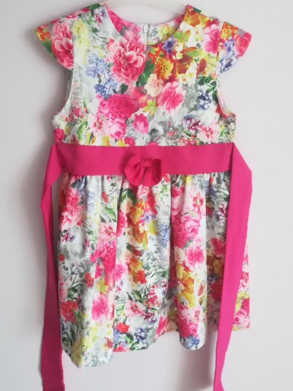 Sukienka w kwiaty dla małej dziewczynki rozm 116