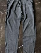 ATTRATTIVO spodnie luźne oversize rozm XS 34 stan BDB...