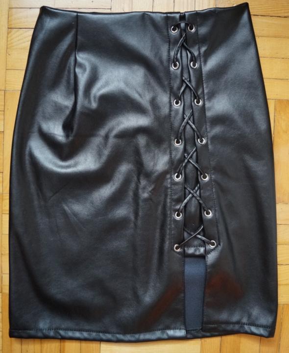 Spódnice Czarna spódniczka z poliestru