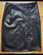 Czarna spódniczka z poliestru...