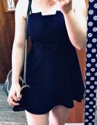 Sukienka z kokardką...