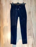Granatowe eleganckie spodnie wysoki stan Reserved klasyka...